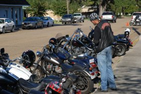 biker gangs On sunday, at an outdoor shopping plaza in waco, texas, a shootout erupted among rival biker gangs, killing nine people and injuring another 18.